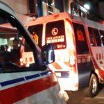 Ambulans hilir mudik mengantar mahasiswa yang jadi korban demo di Bandung (ist)