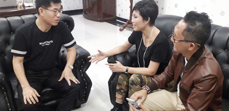 Ketua DPK Apindo Kabupaten Sukabumi, Ning Wahyu bersama Direktur PT Citra Unggul Perkasa (CUP) di Desa Bojongkembar, Kecamatan Cikembar, sabtu (19/10/19).