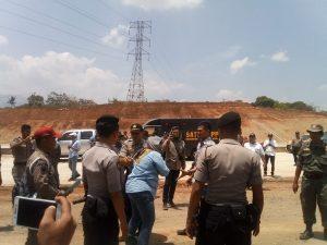 Debi melawan, pemilik lahan yang menolak eksekusi lahan proyek tol Cisumdawu (arf)