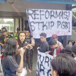 Demo-Mahasiswa-STKIP-PGRI-Sukabumi