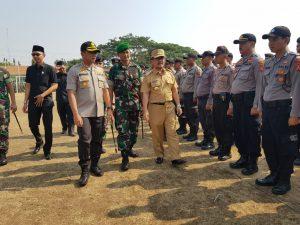 Kapolres Cirebon AKBP Suhermanto di dampingi Bupati Cirebon Imron Rosyadi. Dede