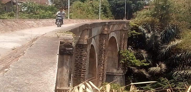 Jembatan Cincin yang berada di wilayah Kecamatan Jatinangor.