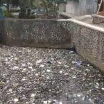 Tumpukan sampah di Kali Cikuya, Selasa (30/10/19). Ist