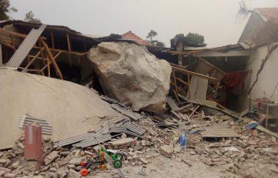 Kampung di Tegalwaru Kabupaten Purwakarta yang dihujani batu besar (ist)