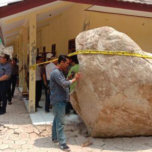 Kampung di Tegalwaru Purwakarta yang dihujani batu besar (ist)
