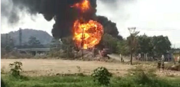 Kebakaran pipa Pertamina di Melong, Cimahi, Selasa (22/10/2019) siang./Foto: Istimewa