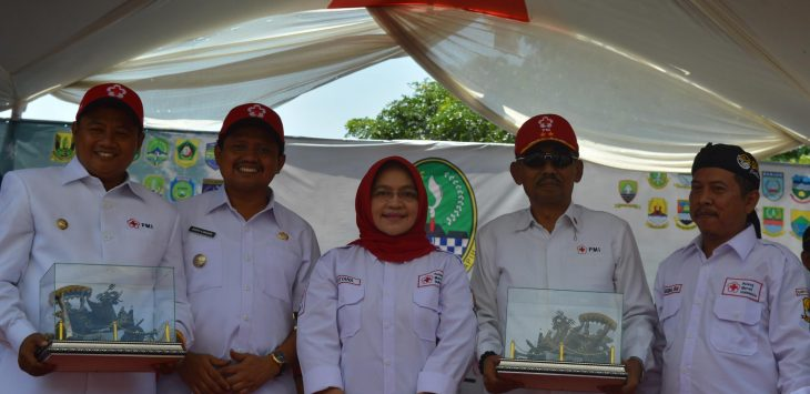 Ketua Palang Merah Indonesia Kabupaten Cirebon, Hj. Rd. Sri Heviyana. Dede