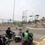 Sejumlah kendaraan melintas di Traffic Light yang telah terpasang di kawasan Jalan K.H.M. Usman, Kukusan, Kecamatan Beji. Radar Depok