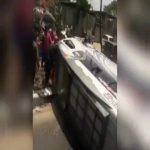 Mobil travel jenis Suzuki Elf yang terguling di Nagrok Cicalengka (ist)