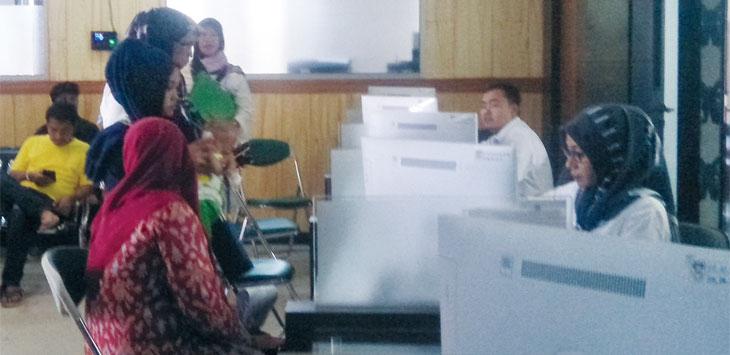 Suasana ruang pelayanan Disdukcatpil Kabupaten Purwakarta.