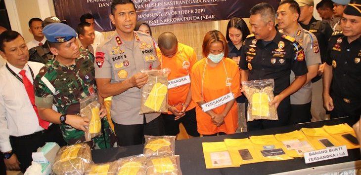 Polrestabes Bandung ungkap kasus narkoba jaringan internasional di Mapolrestabes Bandung, Rabu (23/10/2019)./Foto: Arief