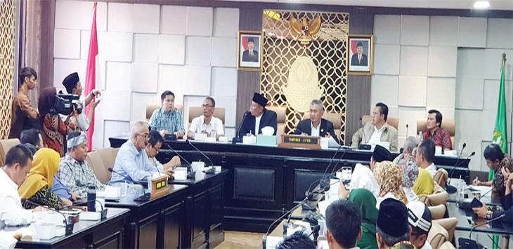 Forkoda PP DOB Provinsi Jawa Barat bersama DPRD Provinsi Jawa Barat, saat membahas tekait rencana pemekaran Kabupaten Sukabumi, di gedung DPRD Provinsi Jawa Barat, jum'at (4/10/19).
