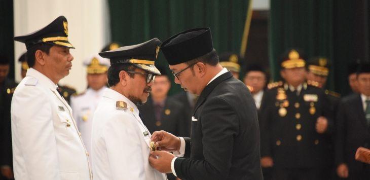 Gubernur Jabar Ridwan Kamil lantik Imron Rosyadi sebagai Bupati Cirebon dan Taufik Hidayat sebagai Wabup Indramayu /Foto: Istimewa