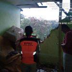 Rumah yang alami rusak parah akibat hujan deras dan angin kencang Sabtu sore (ist)