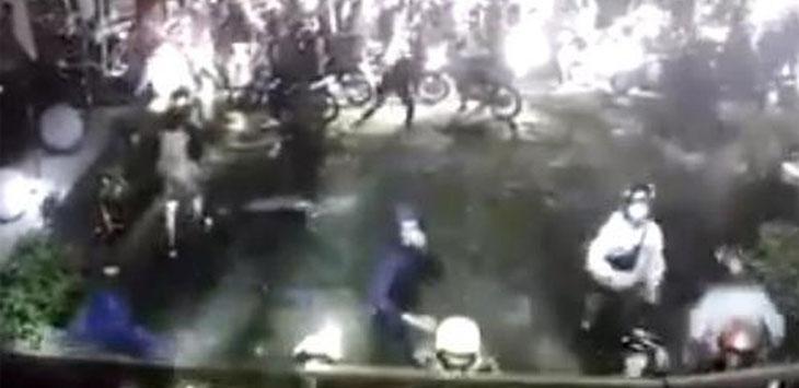 Rekaman CCTV yang memperlihatkan gerombolan bermotor menyerang SMAN 10 Kota Bandung. Ist