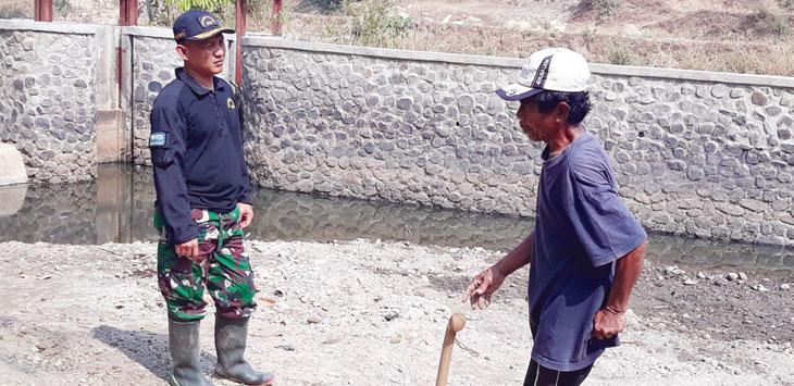 Sungai Cibuluh kondisinya sudah dangkal. Tapi, saat musim hujan sungai tersebut menjadi penyebab banjir.