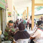 TNI AD memperkenalkan alat kontrasepsi kepada masyarakat (ist)