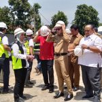 Walikota Bogor Bima Arya bersama Ketua DPRD Atang Trisnanto saat meninjau flyover Martadinata (ist)