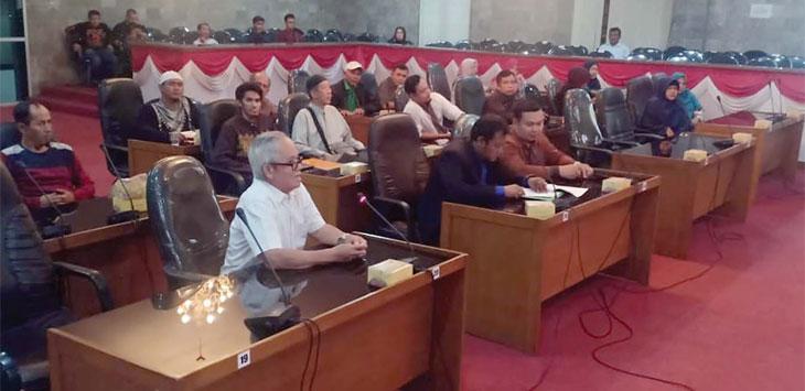 Sejumlah warga prana mengadu nasibnya ke DPRD Kota Sukabumi, kemarin.