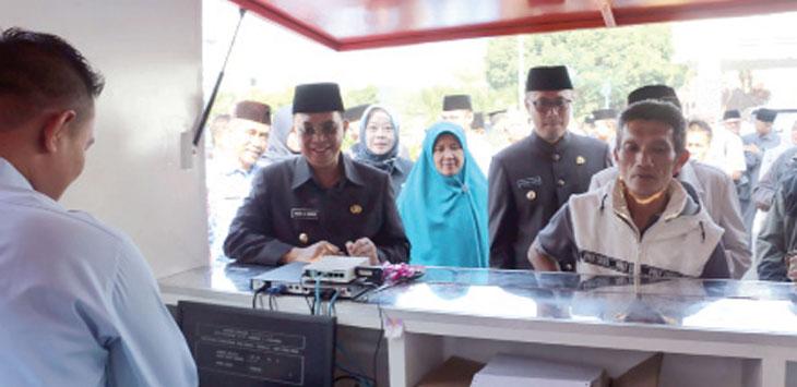 Keberadaan Warung samsat Balaikota permudah pembayaran pajak motor.