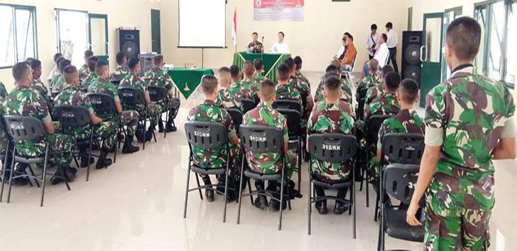 Danyon 310 KK, Letkol Inf Andik Siswanto bersama Yayasan Catur Wangsa, saat membahas P4GN di aula Yonif 310 KK, belum lama ini.