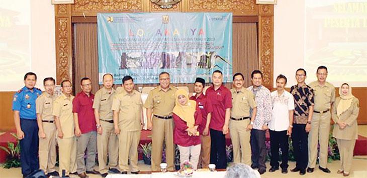 Bupati Sukabumi, Marwan Hamami foto bersama dengan OPD yang berkaitan dengan program KotaKu, belum lama ini.