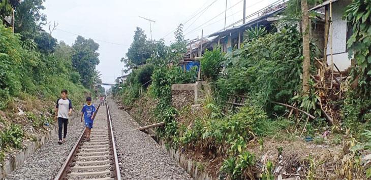 Ratusan pemukiman warga yang terkena proyek double track akan digusur.
