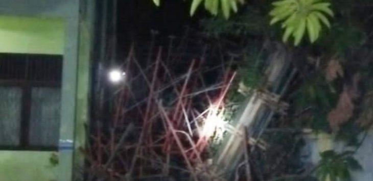 Ambruk pekerjaan pembangunan gedung DKCS Kota Cirebon. Ist