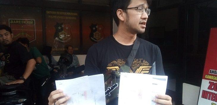 Gerard saat melapor ke Polrestabes Bandung, Jumat (1/11/2019)./Foto: Arief