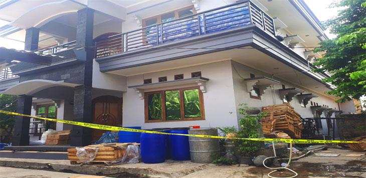 Polres Metro Depok menyegel lokasi industri rumahan, di Jalan Putri Tunggal, RT2/1, Kelurahan Harjamukti, Cimanggis. Radar Depok