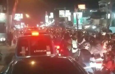 Kemacetan parah di Jalan Raya Puncak Cisarua Sabtu malam (ist)