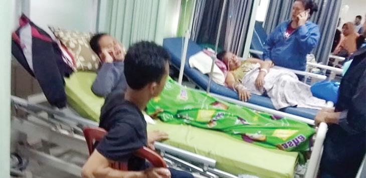 Beberapa warga Desa Sirnamekar, Kecamatan Tegalbuleud saat mendapatkan tindakan tim medis di RSUD Jampangkulon.