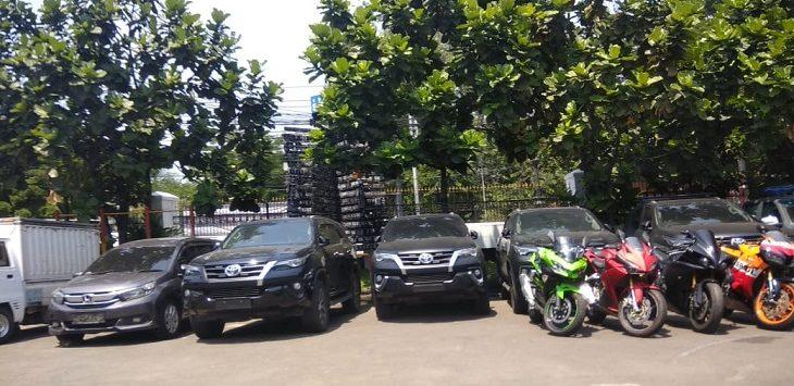 Mobil mewah Dirut Akumobil sitaan Polrestabes Bandung, Jumat (8/11/2019)./Foto: Arief