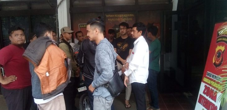 Nasabah Aku Mobil yang demo ke kantor Aku Mobil Kota Bandung (ist)