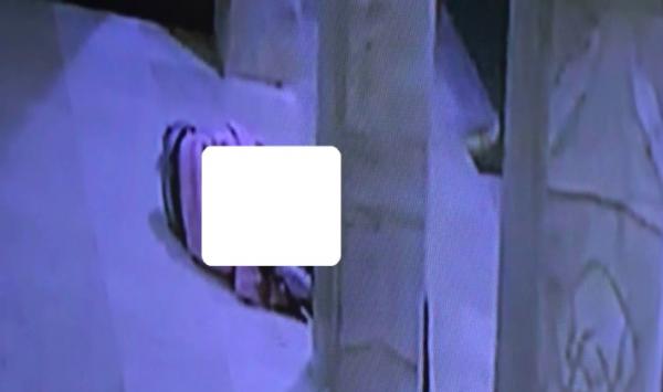Pasangan muda terekam CCTV sedang bercumbu di masjid./Foto: Istimewa