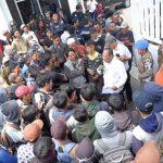 Pendemo yang mengaku pengangguran gagal bertemu Bupati Karawang Cellica (ega)
