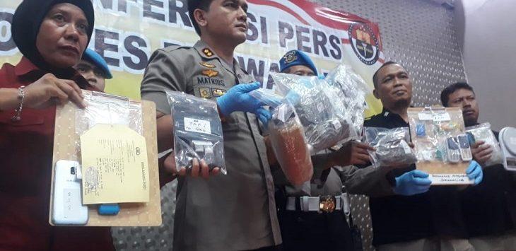 Polres Purwakarta menunjukkan barbuk kasus narkoba saat konferensi pers di Mapolres Purwakarta, Rabu (6/11/2019)./Foto: Ade