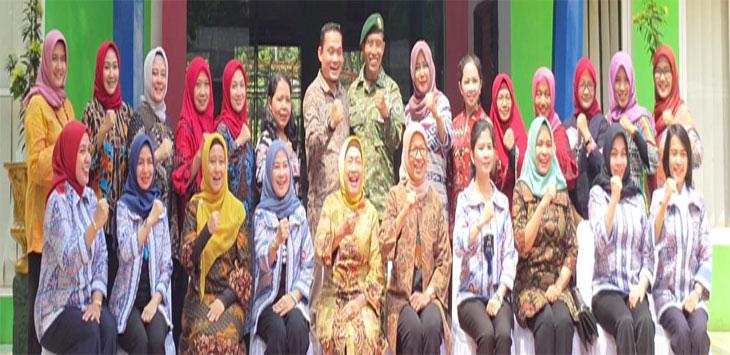 Anggota Perkumpulan Pengelolaan Rumah Pintar Nasional (P2RPN), saat mengunjungi Rumah Pintar Cakra Cendikia 1, Kostrad Cilodong. Radar Depok