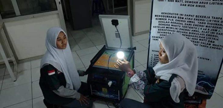 Siswi SMK PGRI Telagasari Karawang ciptakan generator tenaga surya./Foto: Istimewa