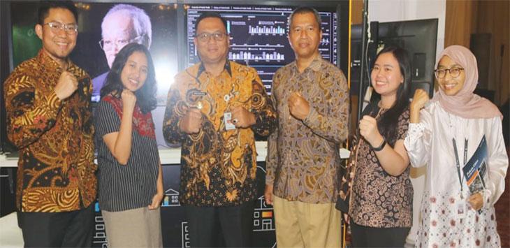 Wakil Walikota Depok, Pradi Supriatna (tiga dari kiri) didampingi Kepala Dinas Komunikasi dan Informatika Kota Depok, Sidik Mulyono (tiga dari kanan) saat menghadiri evaluasi Masterplan Smart City di Balai Sudirman, Jakarta.