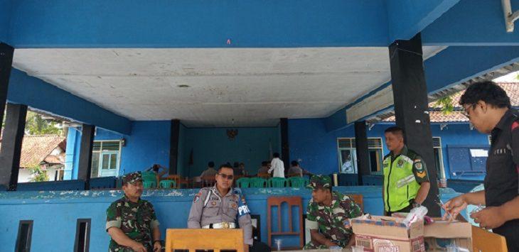 TNI Polri saat standby di Kantor Desa Masawah./Foto: Rmol