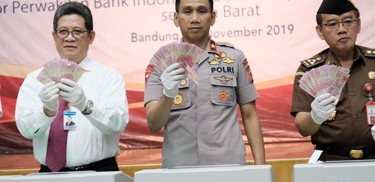 Serah terima uang palsu dari Bank Indonesia wilayah Jabar kepada pPolda Jabar, Rabu (20/11/2019)./Foto: Arief
