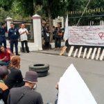 Unjuk rasa Aliansi Peduli Petani di DPRD Kota Tasikmalaya