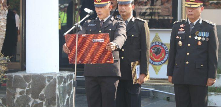 Waka Polres Cirebon Kota KOMPOL Marwan Fajrin, pimpin upacara hari pahlawan. Dede