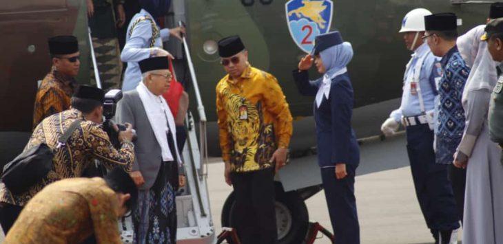 Wakil Presiden KH Ma'ruf Amin tiba di Bandara Chakrabuana Pengung Cirebon. ist