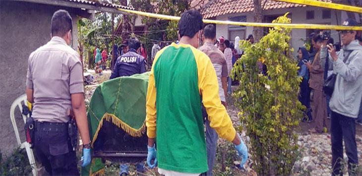 Jasad Nukro saat dievakuasi oleh Kepolisian.