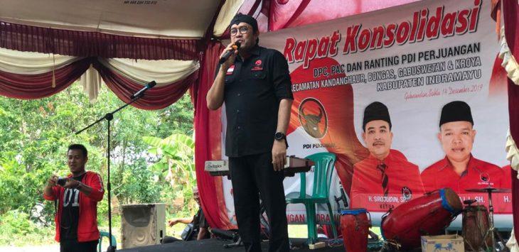 Ono Surono, Ketua DPD PDI-Perjuangan Jabar, semangati kader untuk memenangkan Pilkada Indramayu. Yanto