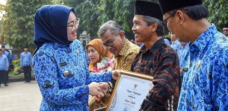 Bupati Purwakarta, Anne Ratna Mustika bersama pejabat eselon II Purwakarta./Foto: Ade