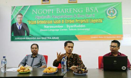 Dekan Fakultas Ushuluddin Adab dan Dakwah (FUAD) IAIN Syekh Nurjati Cirebon Dr Hajam M.Ag (tengah) saat menjadi pembicara Telah Kebudayaan Gajah di Cirebon Perspektif Linguistik. alwi
