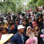 Demo desak tunda pelantikan Pilwu di Cirebon